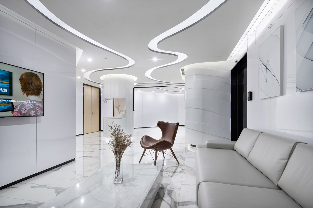 Cosmetic Centre Creates Fluidity with Soft Architectural Curves