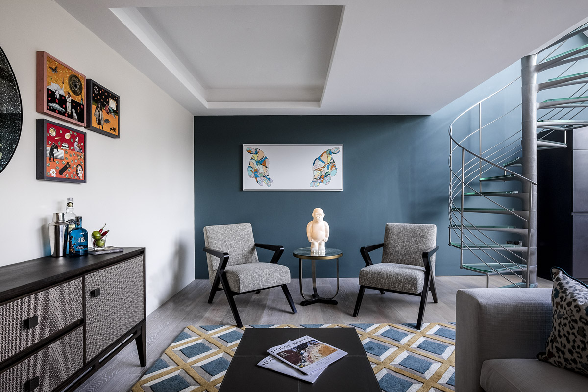Loft Apartment Designed to Reflect its Urban Soho Surroundings