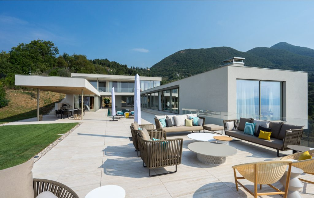 Luxury Residential Villa Overlooking Italian Lake Garda