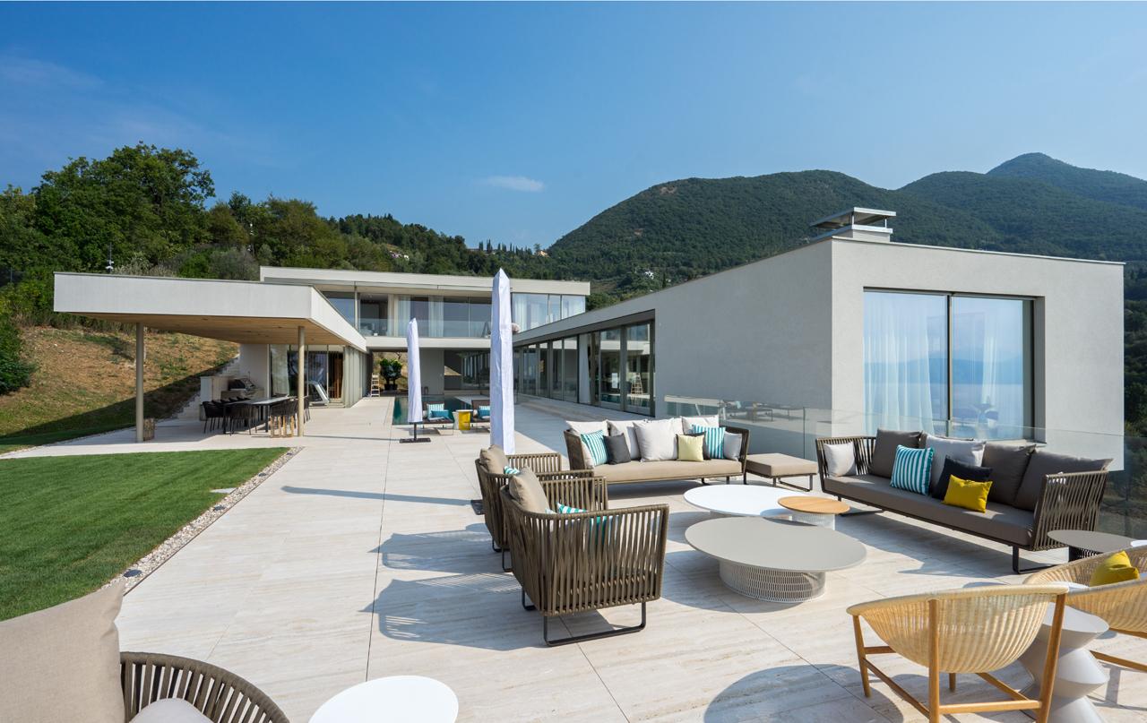 Luxury Residential Villa Overlooking Italian Lake Garda