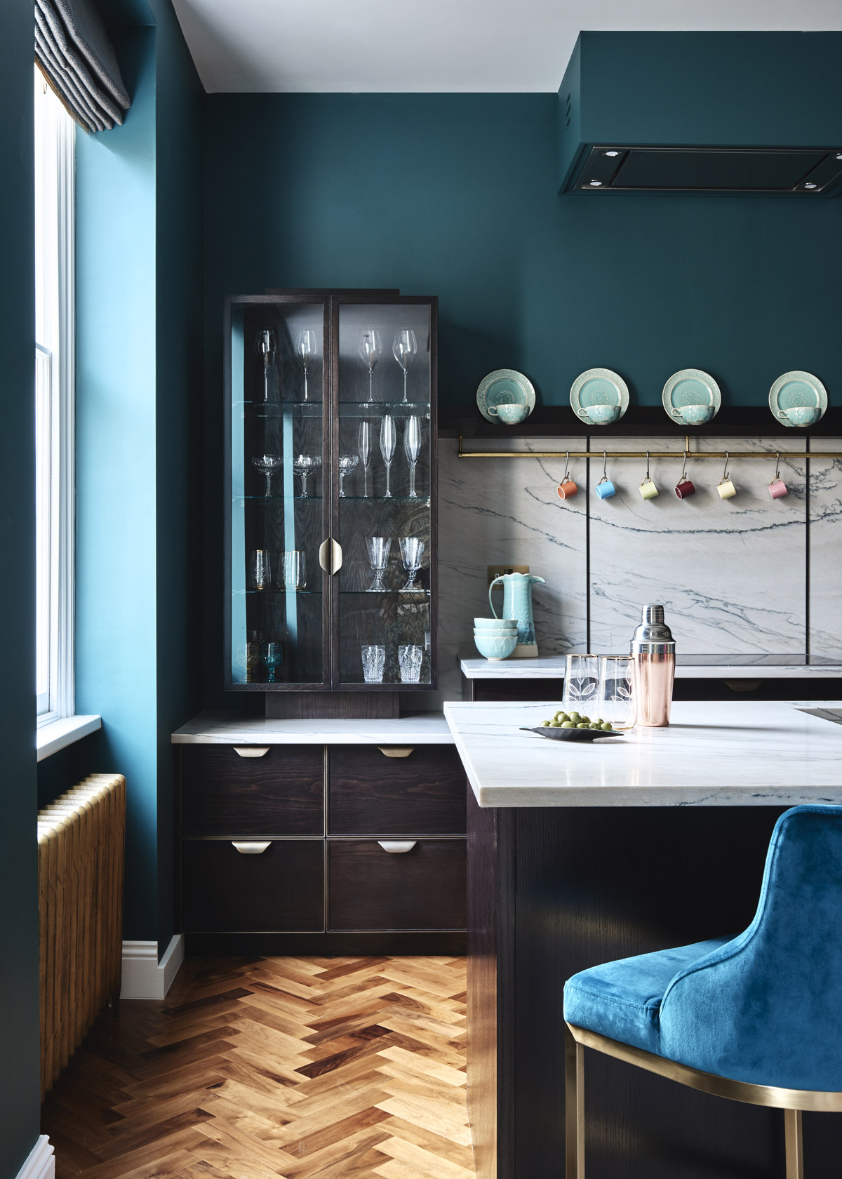 The glass unit with distinctive dropped-height worktop makes a display of beautiful glassware.